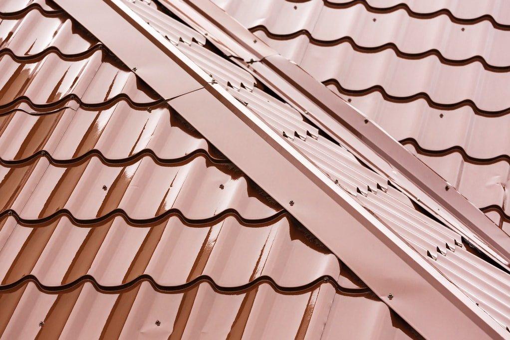 Avantages et inconvénients de la peinture sur toiture métallique