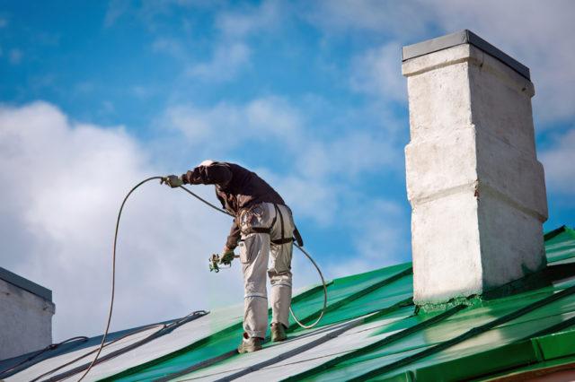 Peindre le toit d'une maison: les étapes essentielles